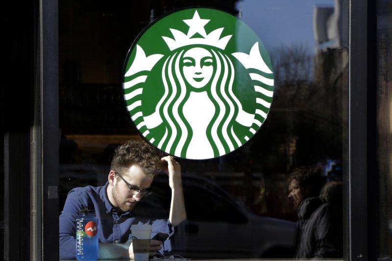 對於美國加州高等法院日前裁示,要各家咖啡業者加註「致癌警語」,台灣星巴克回應,這項規定僅限美國加州,因此台灣不會跟從。(資料照,美聯社)