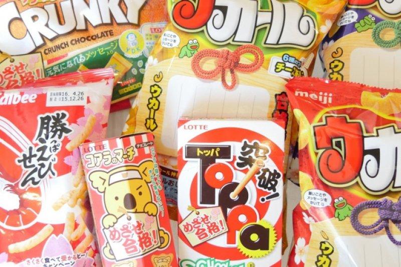 日本的產品包裝都非常有特色,下次去日本時,可以留意一下有為考生特製的「合格祈願」零食!(圖/Tokyo Keizai 東洋經濟)