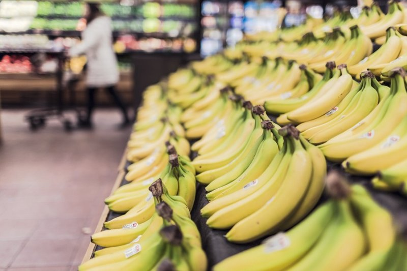 義美為解決香蕉價格慘跌的情況,購買60公噸香蕉,網友大讚良心企業。(pixabay)