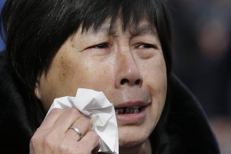 母親的淚水流了兩年,卻怎麼樣也喚不回自己的寶貝兒女。(美聯社)