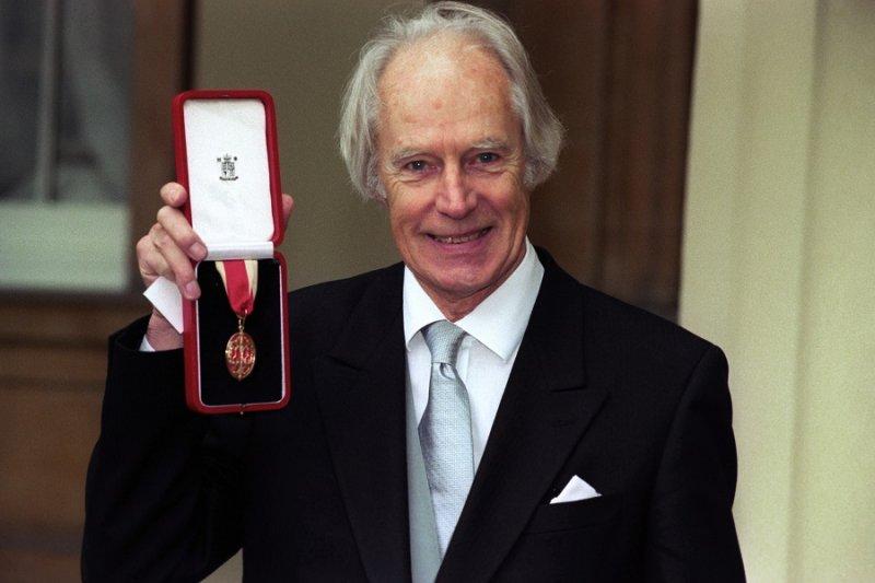 喬治·馬丁於1996年封爵(美聯社)