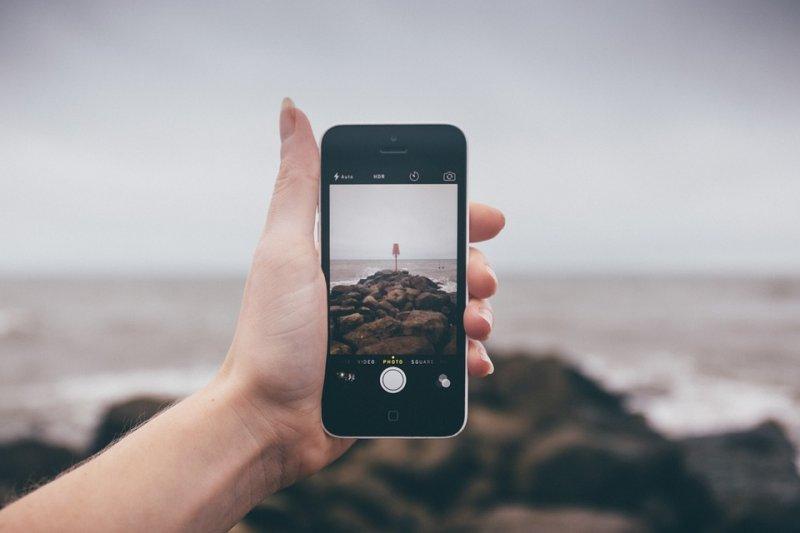時代推移下,智慧手機成了指縫間的速食文化,一種炫燁新穎的生活方式,它對我們的影響不言而喻。(圖/unsplash@pixabay)