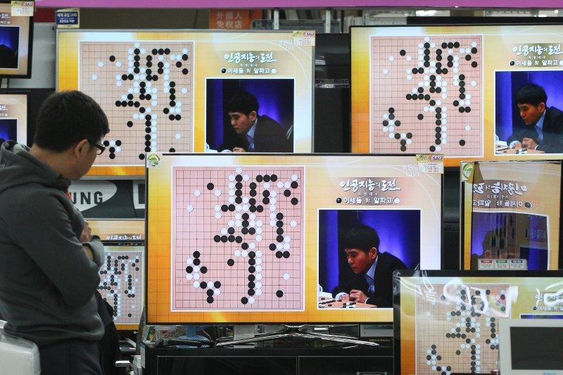 李世乭與AlphaGo的世紀之戰在南韓備受矚目,國際社會也高度關注。(美聯社)