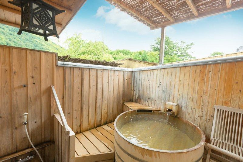 嵐山、渡月橋就近在眼前,來這享受溫泉、京料理和塌塌米文化!(圖/京都人雜誌提供)