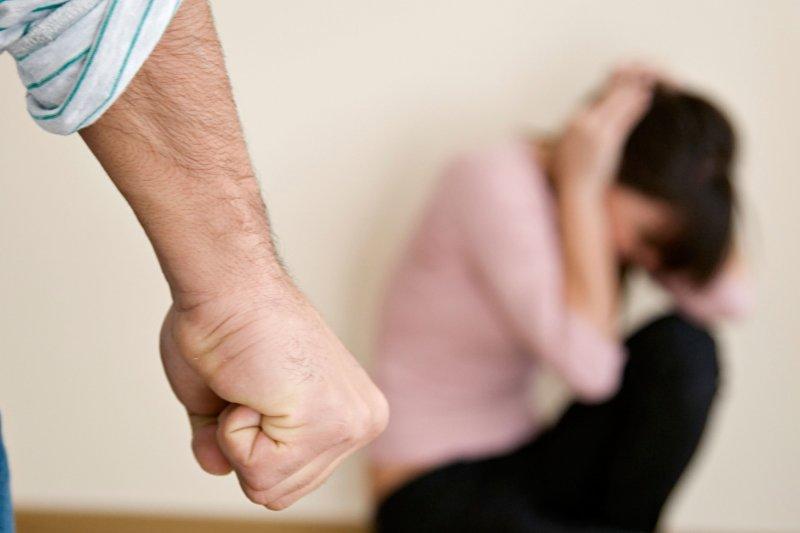 面對先生突如其來暴力相向,她選擇用最溫柔的態度面對婚姻、守護家人。(取自網路)