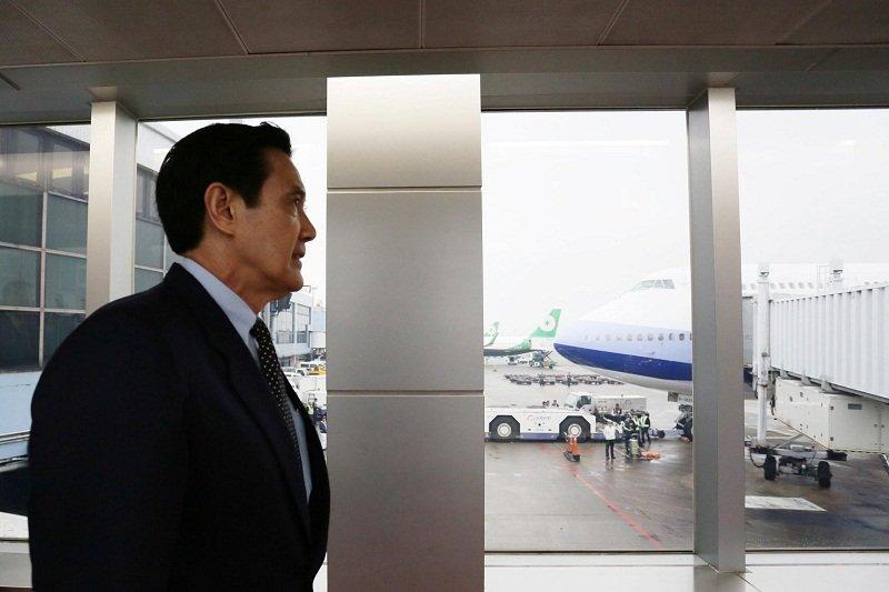 馬英九總統十三日出訪中美洲友邦尚未返台,就傳出與我斷交三年的甘比亞與中國建交。(取自馬英九總統臉書)