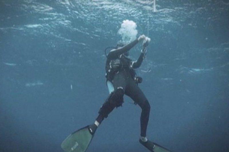 美國潛水客勒康曾被捲進核電廠進水口。(取自推特)