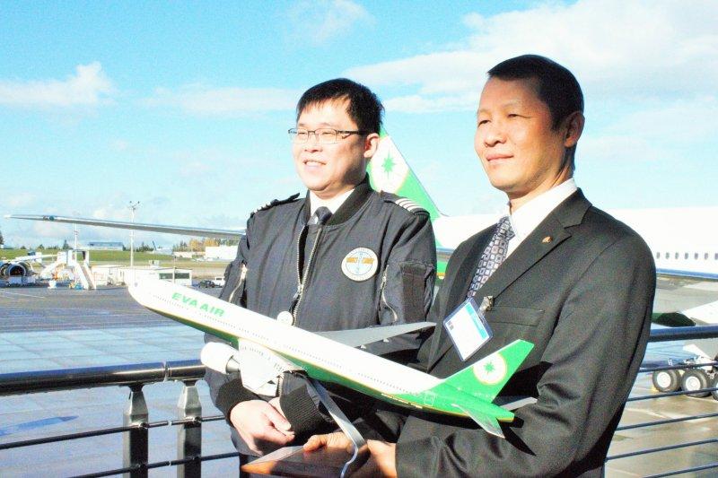長榮航空前董事長張國煒(左)要求提供巴拿馬長榮國際公司近5年財報,律師分析有三個目的。(取自長榮航空臉書)