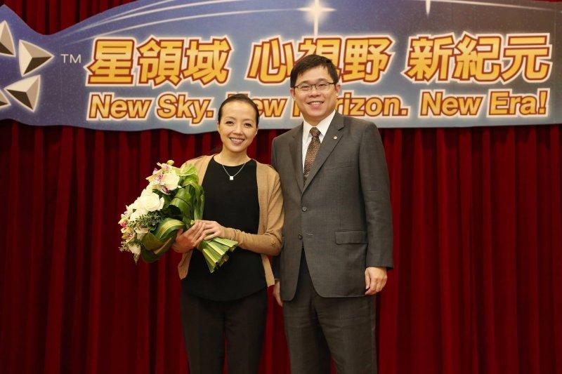 長榮航空前董事長張國煒與知名舞蹈家許芳宜。(長榮航空臉書)