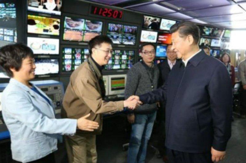 有海外中文媒體就將這次事件,與習近平近日提出「官媒姓黨」以及清洗文宣系統所引起的反彈一起聯想。(BBC中文網)