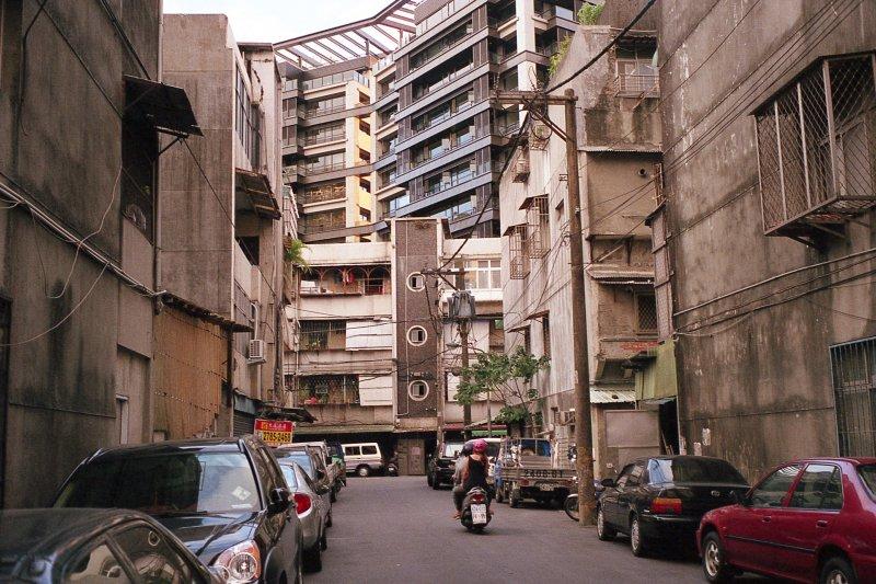 不吃不喝也買不起的台北30年老房子,真的可靠嗎?(圖/CheWeiChang@flickr)