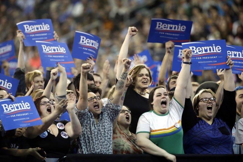 桑德斯在民主黨初選時,主張的公平正義受到許多年輕人支持 。(資料照,美聯社)