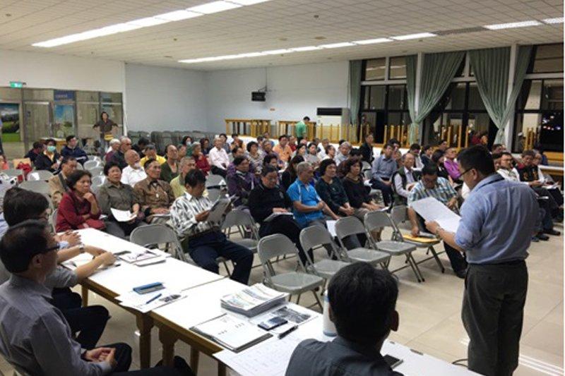 鐵路地下化後綠園道計畫說明會,高市工務局聽取在地民眾聲音,以便做為後續規劃定案之參考。(高市工務局提供攝)