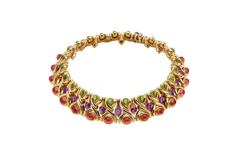 以Maestro del Colore彩寶藝術大師為題,1988年古董珠寶項鍊重現迷人義式奢華。(圖/BVLGARI寶格麗提供)