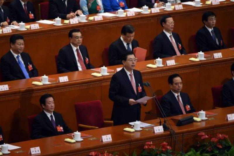 張德江在中國全國人大閉幕會重申,發展仍是第一要務。(BBC中文網)