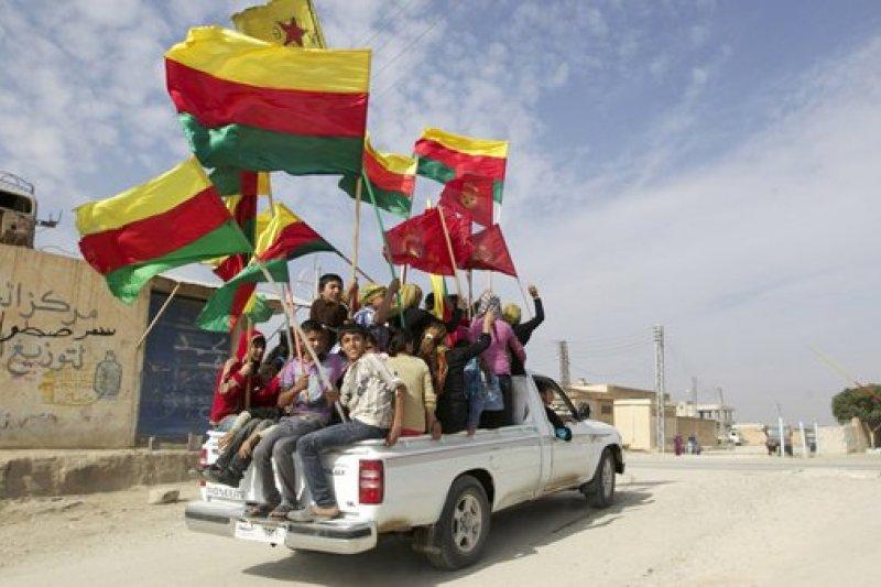 敘利亞北部庫德族宣布成立自治聯邦。(取自推特)