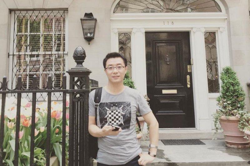 2015年賈葭留影於伍迪艾倫的家。(取自作者臉書)