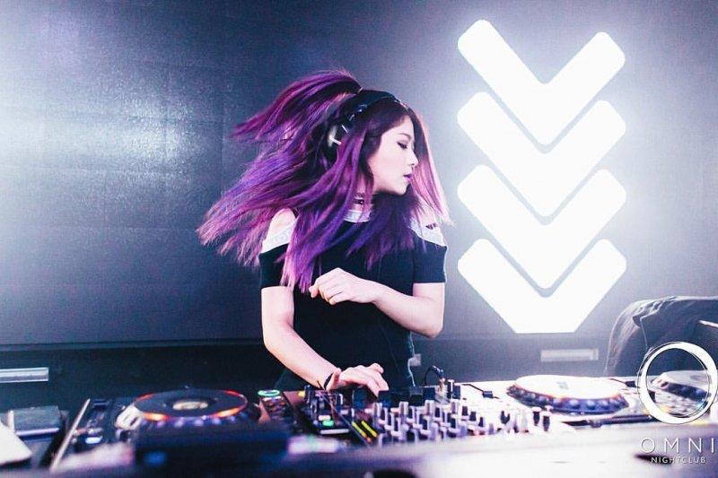 鍾愛嘻哈風格的RayRay是第一位登上Thre3style全球決賽的女DJ(圖/DeeJay RayRay提供)