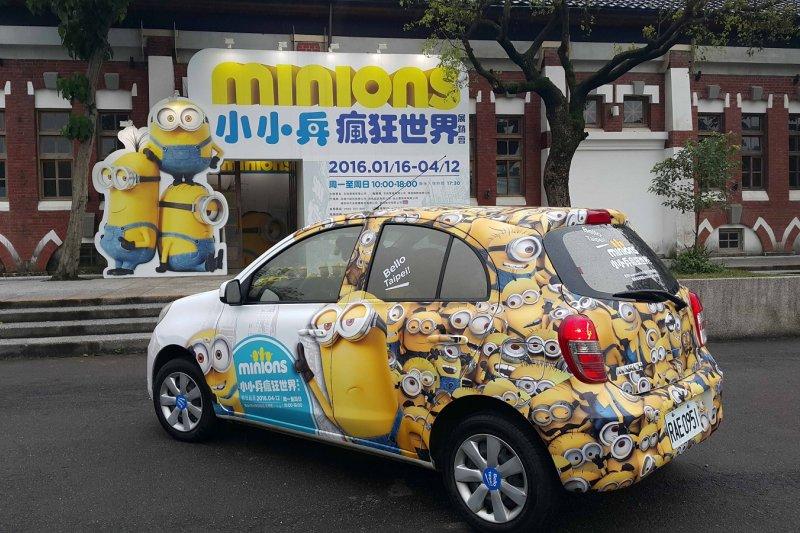 萌翻的瘋狂小兵車,街頭掀起一陣黃色旋風。(圖/小小兵瘋狂世界提供)