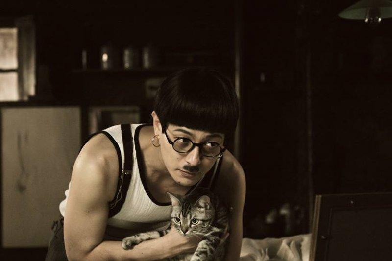 藤田嗣治的畫作中也常常出現貓作為配角。(圖/取自映画「FOUJITA」@Facebook)