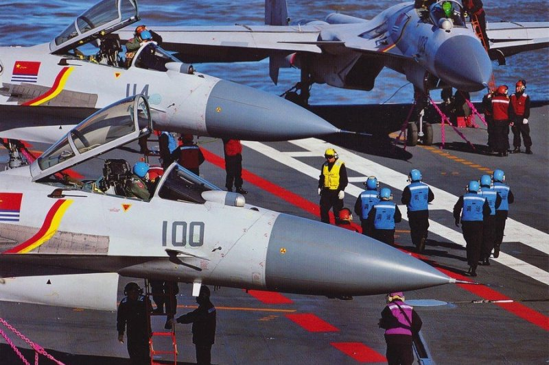 解放軍遼寧艦艦載機的訓練情形。(取自網路)