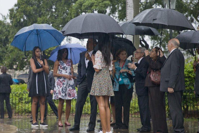 歐巴馬一家人遊覽哈瓦那舊城(美聯社)