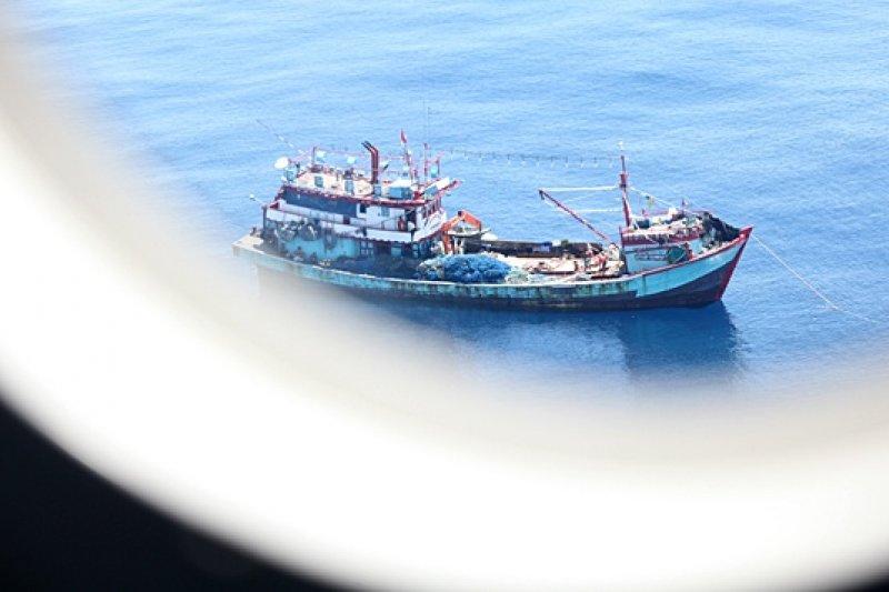在印尼海域非法作業的中國船隻。