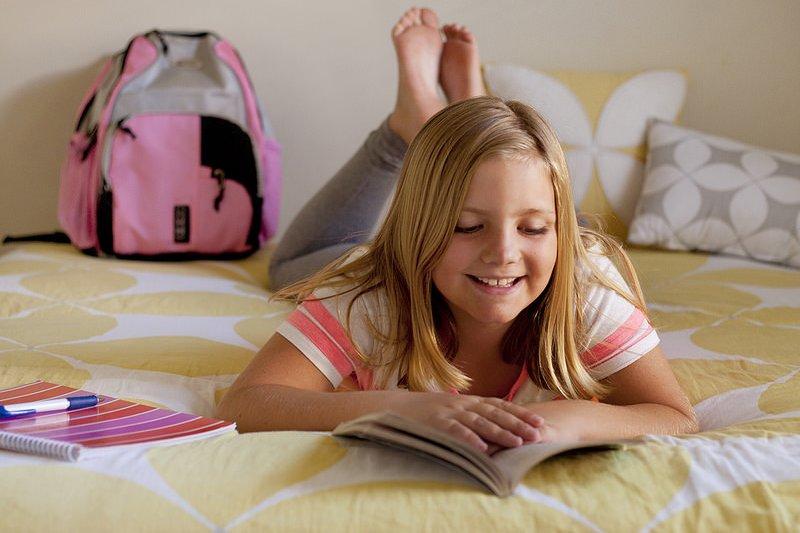 英國文豪蕭伯納曾說:「別給孩子一本你自己都不會讀的書。」(圖/Personal Creations@flickr)