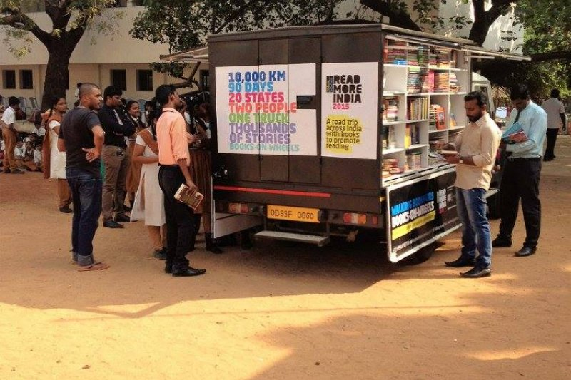 行動書店讓偏遠地區的印度人民有機會親近閱讀、打開視野。