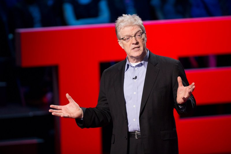 能站上TED講台的講者都深知如何說話才能打動人心的藝術。(圖/SirKenRobinson@Facebook)