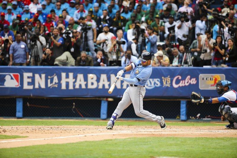 光芒打者基爾梅爾在第二局敲出二壘打,隨後他也跑回球隊的第一分。(美聯社)