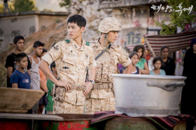《太陽的後裔》劇中軍人對話方式充滿實質感(截自KBS《太陽的後裔》官網圖片)