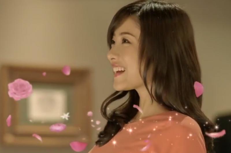 日本香氛清潔用品市場大,廠商找來一線女星石原聰美拍廣告,誘發女性消費者無限憧憬。(圖/石原聰美fan blog)
