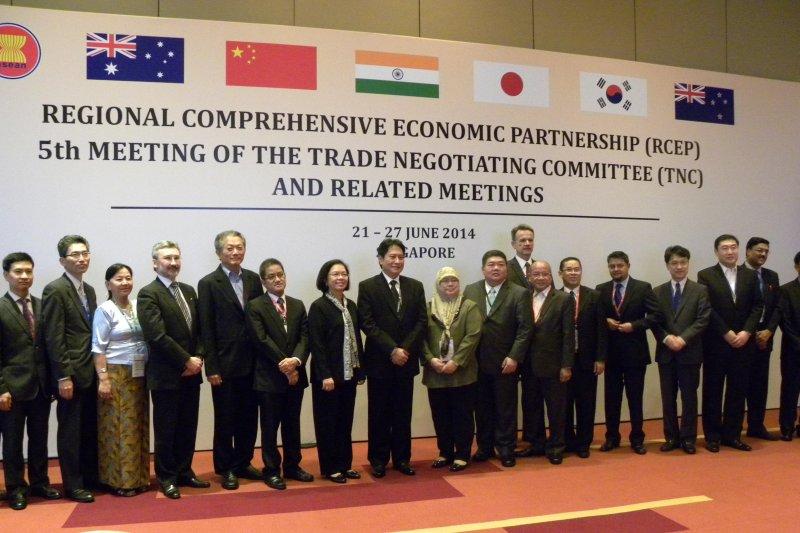 《區域全面經濟夥伴關係協定》(RCEP)參與成員國代表2014年在新加坡集會(取自網路)