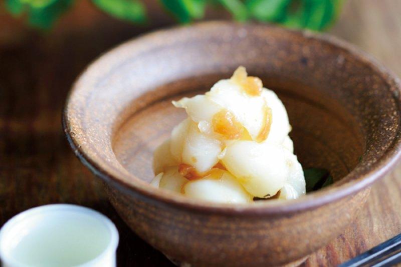 百合根與梅子乾的清甜滋味,最適合搭配日本酒了。(圖/山岳文化提供)