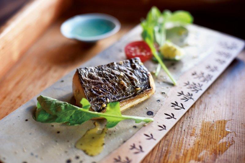 和日本酒最對味的小菜料理-橄欖油漬鰆魚。(圖/山岳文化)