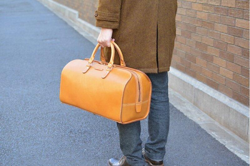 波士頓包堅固耐用,質感極佳具有時尚圈「超好搭」美名(圖/Pinkoi)