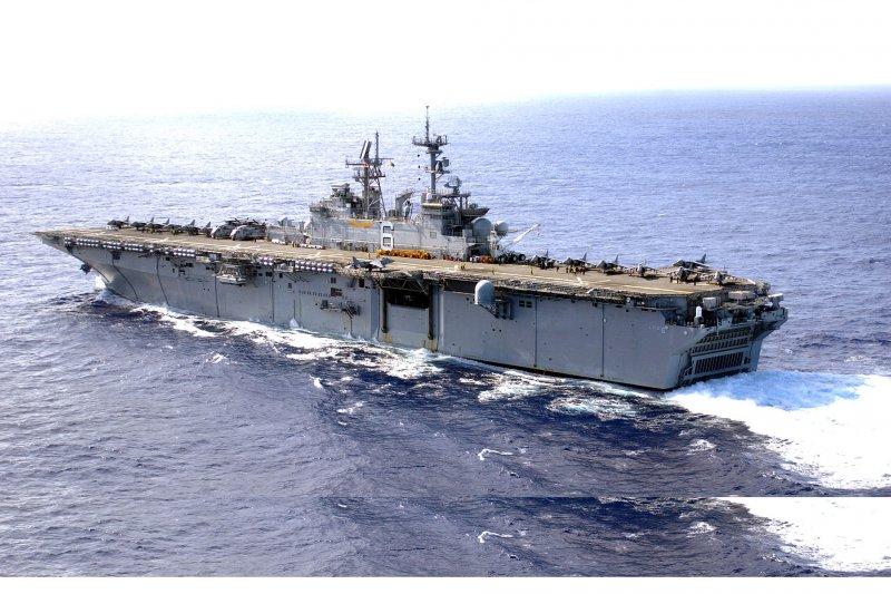 美軍黃蜂級兩棲攻擊艦好人理查號。