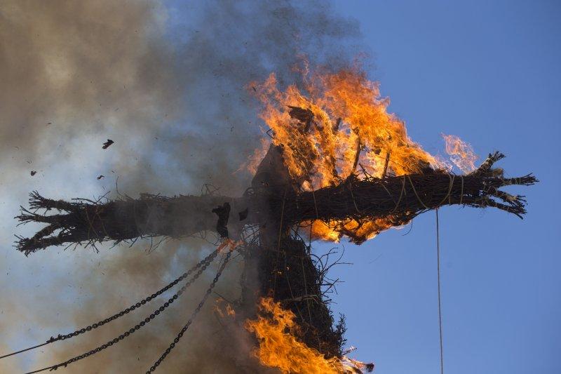 西班牙25日舉行猶太自焚儀式。(美聯社)