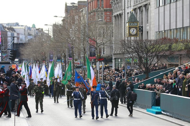 都柏林舉行大規模軍事遊行,紀念「復活節起義」100周年(美聯社)