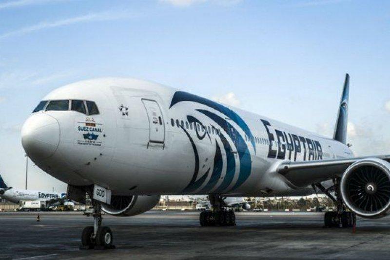 一架隸屬於埃及航空的空中巴士A320班機25日遭到劫機,改降落於塞浦路斯,圖為同型班機。(取自推特)