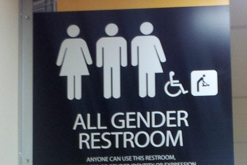 在美國大學的無性別廁所,任何人不分性別都可使用。(取自維基百科)