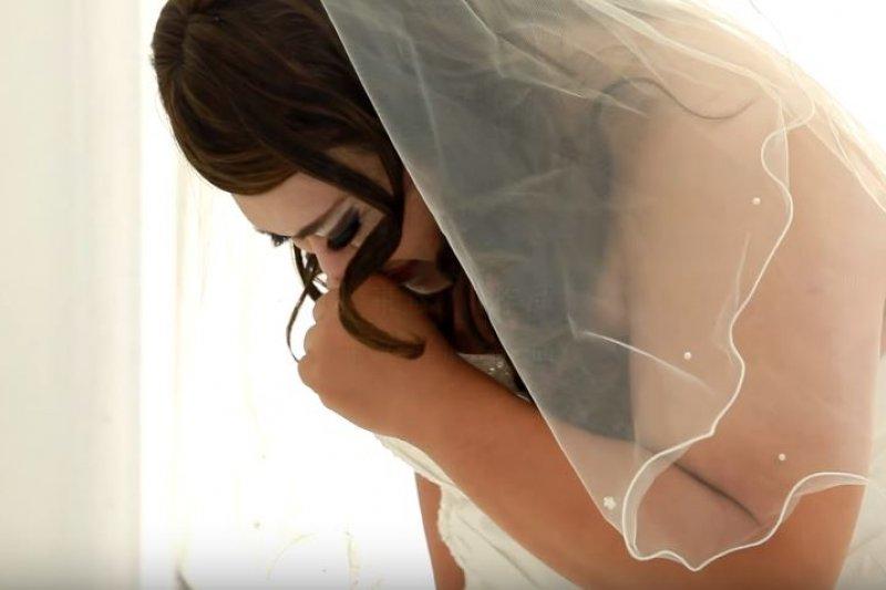 心裡住著一個女孩,他一生夢想就是拍婚紗(圖/取自狠主流@youtube)