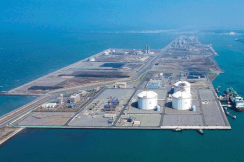 中油為了鞏固天然氣供氣權,日前再向經濟部提出新增台中接收站擴建三期和第二席計畫,預估將可增加500萬噸接收量。圖為台中液化天然氣廠。(取自中油網站)