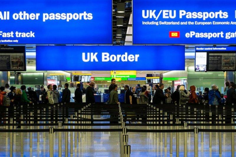 英國將於6月23日舉辦脫歐公投,圖為英國入境大廳。(取自推特)