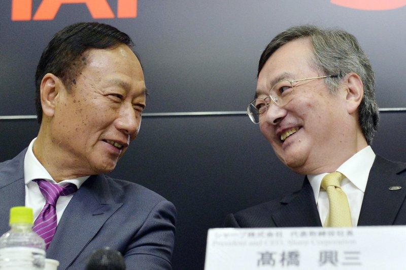 鴻夏戀終於修成正果,有論者認為這是台灣產業因應紅色供應鏈挑戰與抗韓必走的一條路。(美聯社)