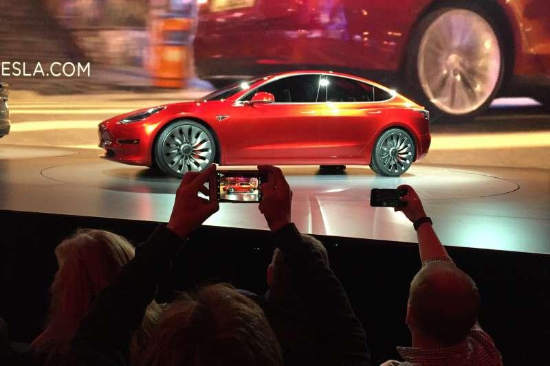 特斯拉推出低價版本的Model 3搶市。(美聯社)