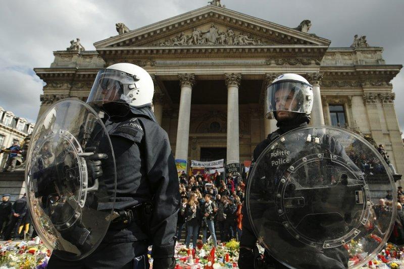 比利時警方守護收害者哀悼儀式不受右派抗議侵擾(美聯社)