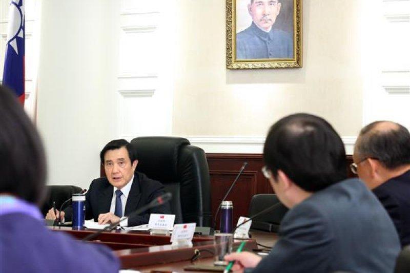 總統馬英九7日出席總統府財經月報,聽取經濟部及能源局簡報,批評民進黨的能源政策沒有考慮到實際困難。(總統府提供)