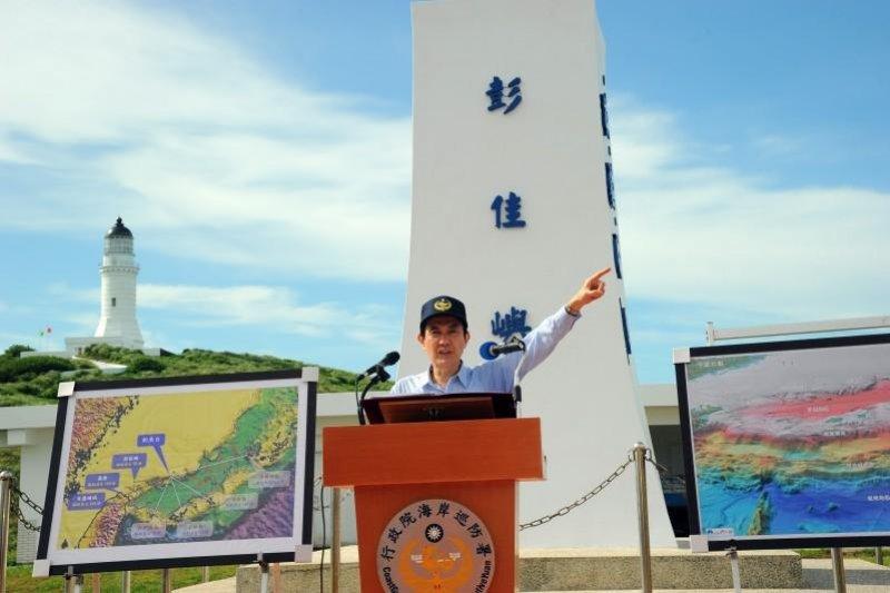 總統馬英九將於9日下午前往彭佳嶼視察,這也是他繼2012年9月首度登島視察。圖為2012年9月馬英九視察彭佳嶼。(取自總統府網站)